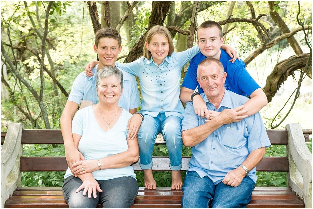 grandparents ad grandchildren sitting on park bench family photoshoot happy family