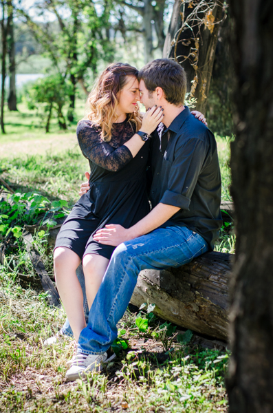 Location Couple Shoot, Couple Shoot Ideas, Couple in Black, Photoshoot in forest location