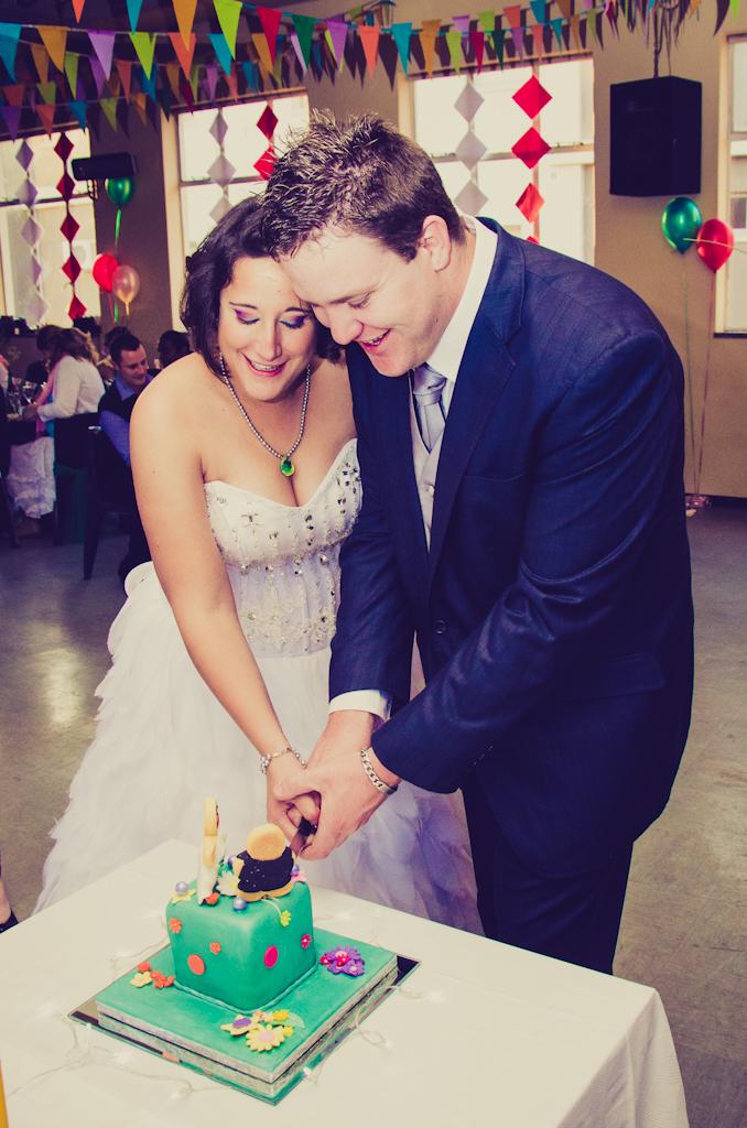 Wedding ideas, Johannesburg photographer, wedding ceremony, Parktown wedding, Happy couple, Location shoot, cutting the cake