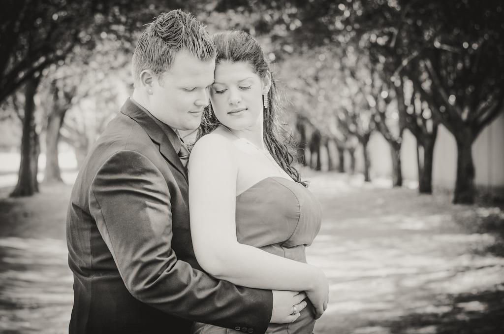 Couple shoot, Loving couple, Couple poses, Couple portrait photographer, Location photography, Couple in the park, couple posing