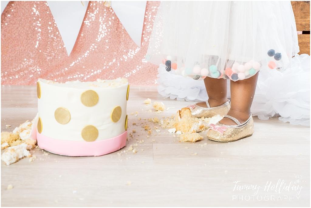 pom pom tut standing feet by gold polka dot cake