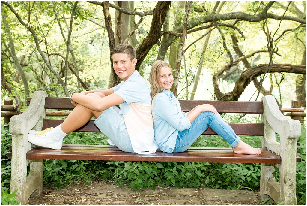 bother and sister sitting on park bench family photoshoot extended family shoot